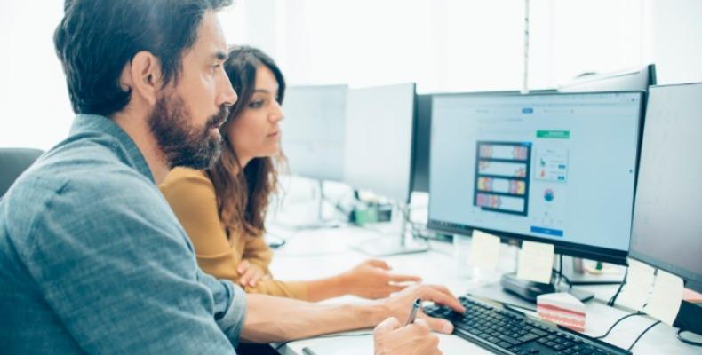 programeri rade na novom dizajnu sajta