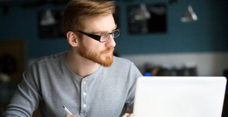 virtuelni asistent rad na internetu